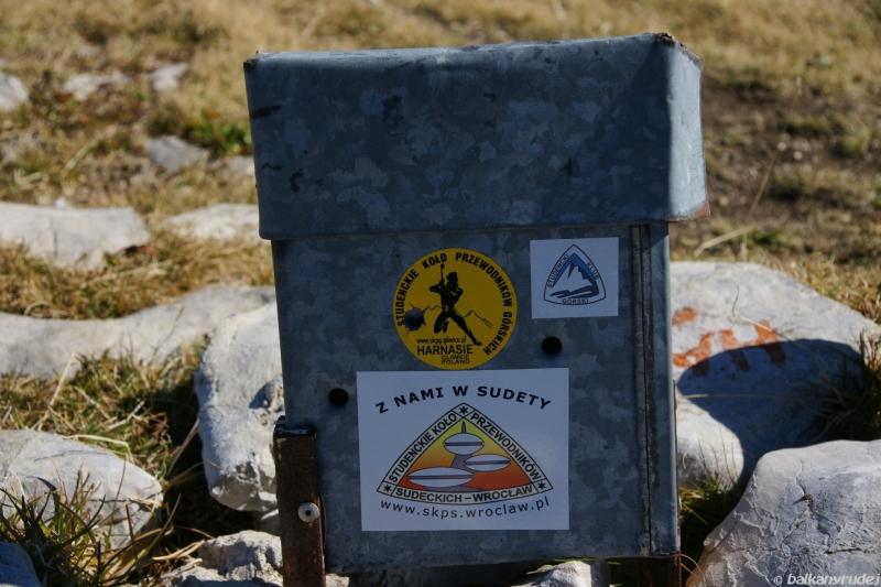 Planinica puszka z pamiątkową księgą