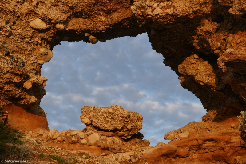 skalne okno