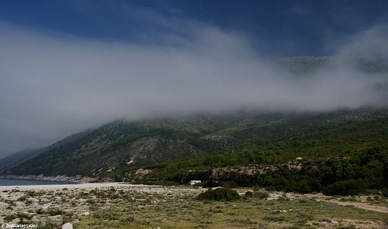 plaża Albania mgła