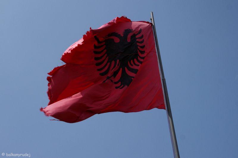 albańska flaga
